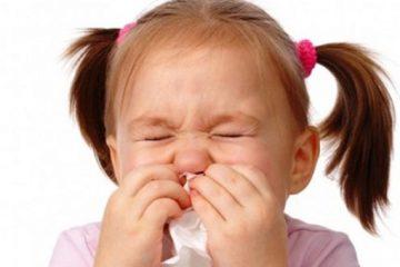 Con 5 tuổi bị viêm xoang mũi dị ứng liệu có phải do di truyền?