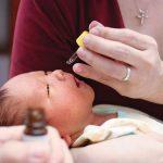Phải làm gì khi trẻ bị chảy nước mũi, ngạt mũi?