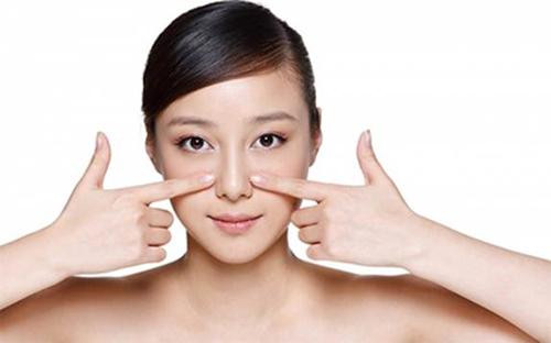 Massage 2 bên sống mũi 1